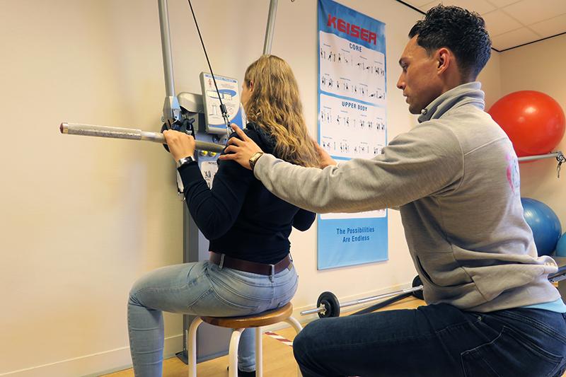 frozen shoulder, bevroren schouder, schouderklachten, fysiotherapie, manuele therapie, bewegingsbeperking, herstel, pijnlijke schouder, schouderpijn, nekpijn, uitstraling, mobiliteitsbeperking, uitstralend,
